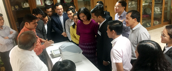 Participants of the 11th Special Course for ASEAN Diplomats evince keen interest in understanding the functioning of the Electronic Voting Machine (EVM) and the Voter Verifiable Paper Audit Trail (VVPAT) during their visit .....