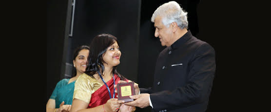 Honourable Governor of Uttarakhand Shri K.K.Paul presenting medal for the Highest score in Indian History and Culture in 91st CSFC to Ms. Amrita Banerjee, IFS OT of 2016 batch